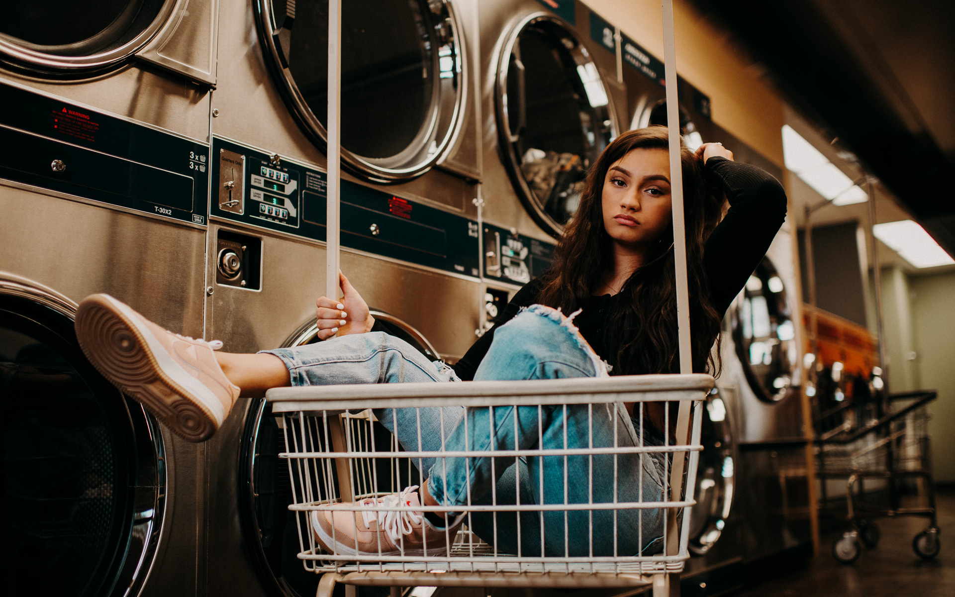 senior portrait in laundromat
